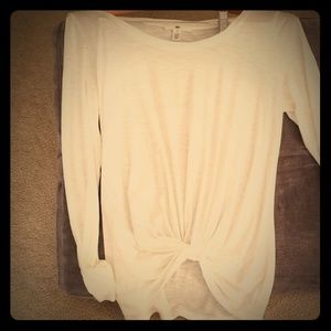 Long sleeved tee with knot in front